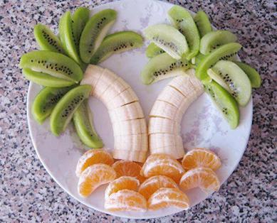 Ensalada de frutas como palmeras