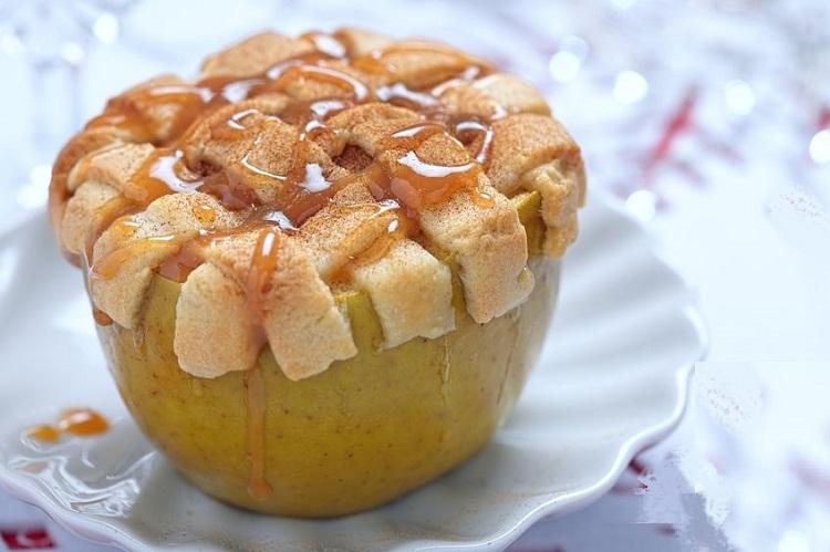 Manzana al horno con manzana de molde