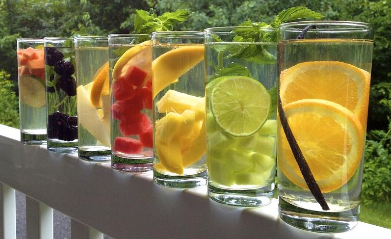 tomar suficiente agua durante el día