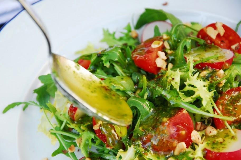 Ensalada con vegetales para tu dieta desintoxicante