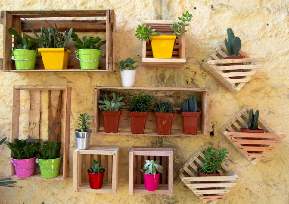 30 ideas creativas con plantas para decorar tu hogar y - Decorar un jardin pequeno ...