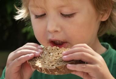 kid-child-food-healthy-bread-