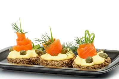 Alcaparras y salmón snacks