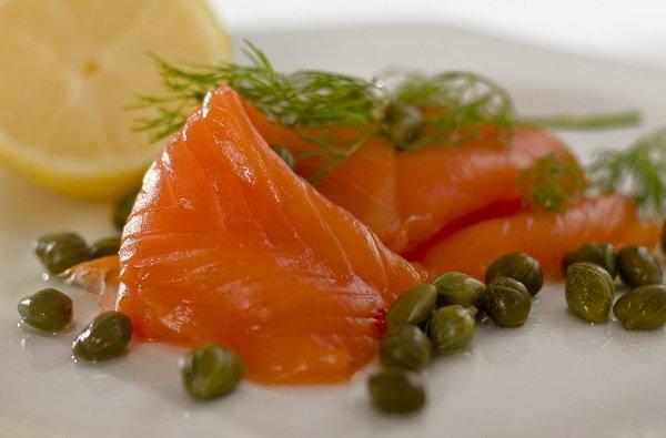 snacks para perder peso salmón y alcaparras