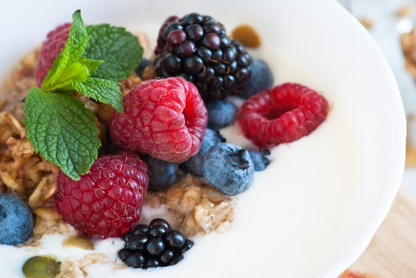 snacks para perder peso yogurt griego bayas