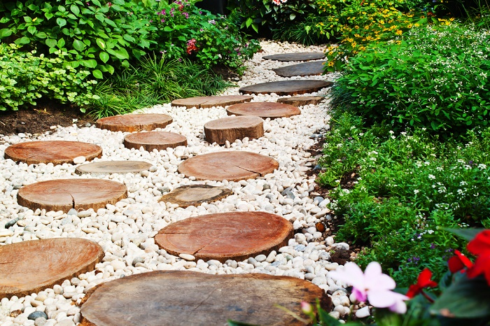 Ideas para dise ar un jard n con piedras for Jardines con madera y piedra