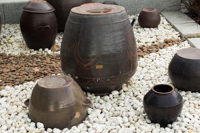 jardn con piedras blancas