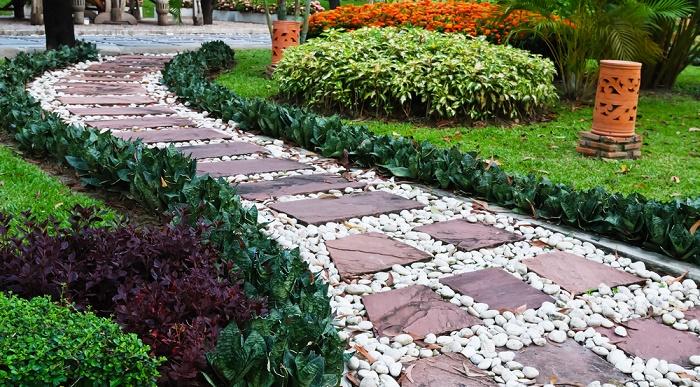 Ideas para dise ar un jard n con piedras - Camino de piedras para jardin ...