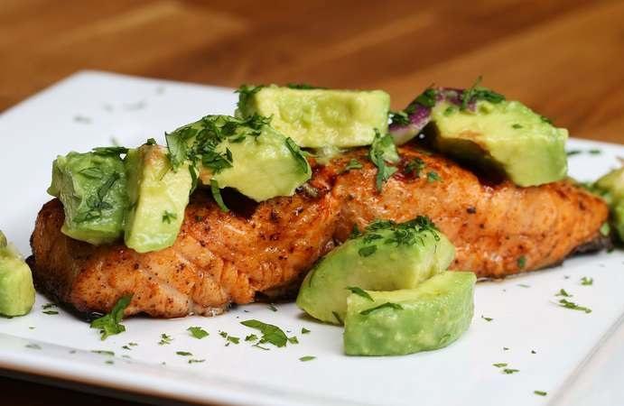 comer salmón después del ejercicio