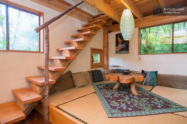Una casa con arquitectura minimalista