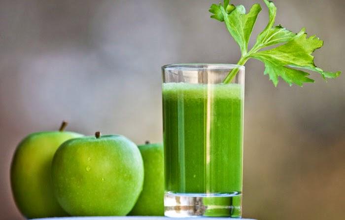 Una bebida con apio para limpiar la sangre y reducir el colesterol