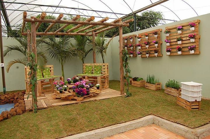 cmo decorar un patio o jardn con maderas recicladas - Como Decorar Un Jardin