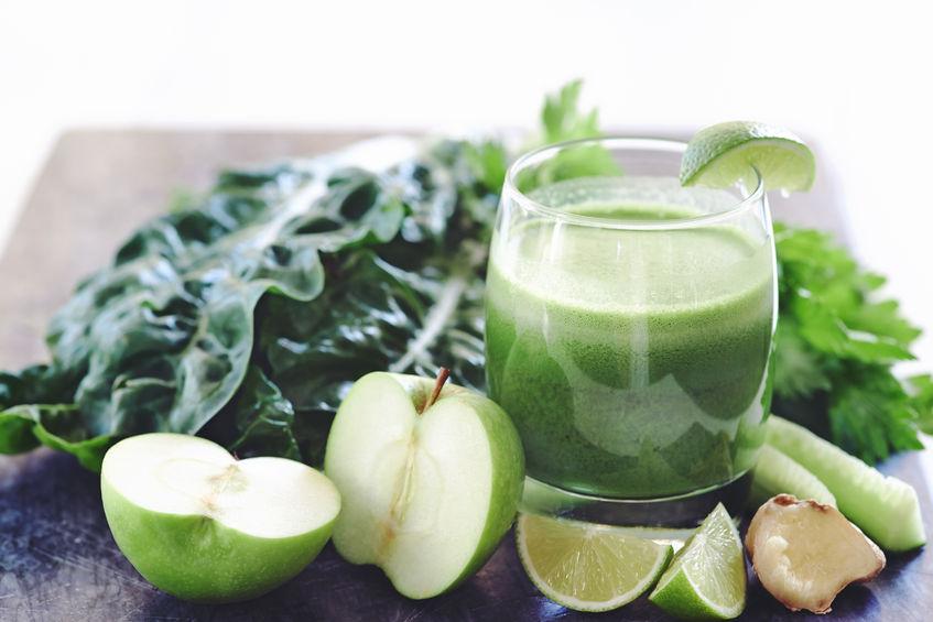 beneficios de la clorofila en un jugo verde