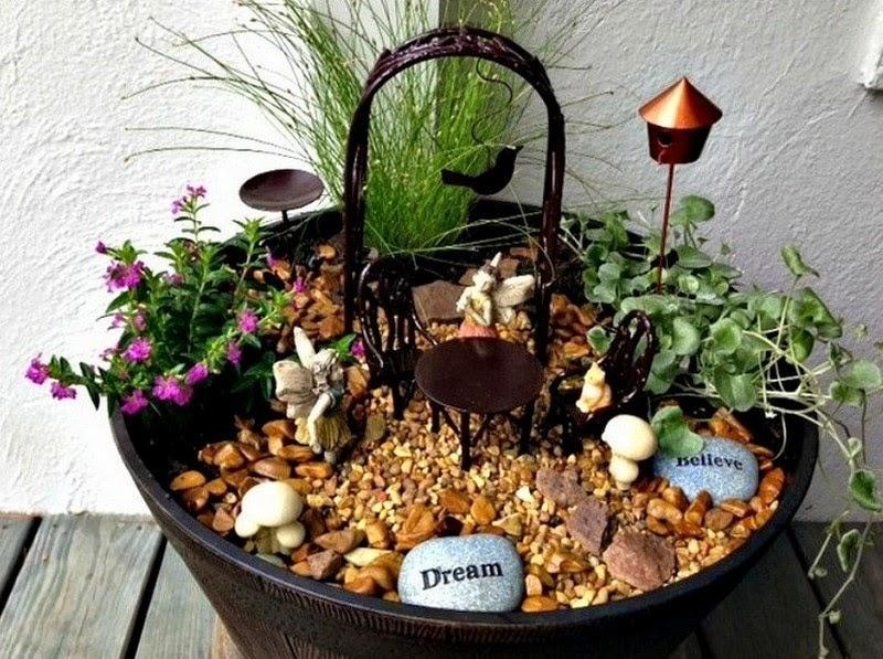 30 ideas para hacer de tus macetas algo m gico for Plantas decoradas con piedras