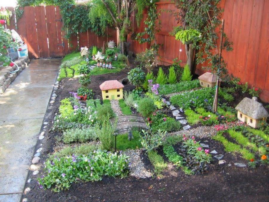 jardn temtico sobre el rea del patio trasero de una casa es toda una comarca con pequeos sembradios y casas