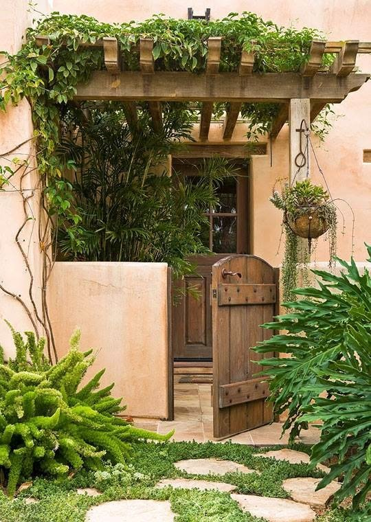 25 ideas de dise os r sticos para decorar el patio for Jardines verticales en madera
