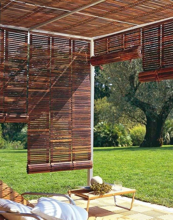 25 ideas de dise os r sticos para decorar el patio for Madera para patios exteriores