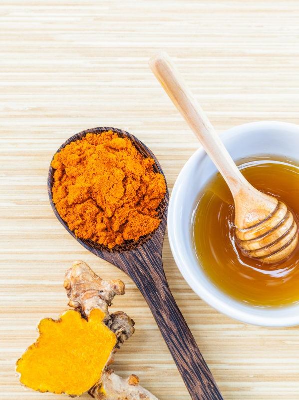 Miel de abejas y cúrcuma