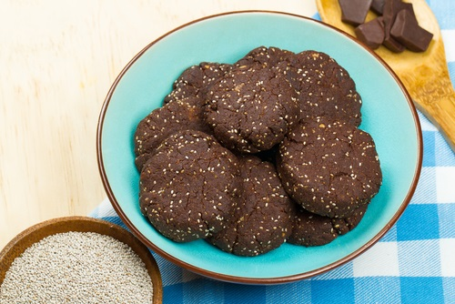 Galletas de chocolate con semillas de chía para incorporar a la dieta