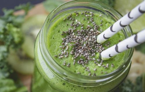 Un batido verde con semillas de chía para incorporar a tu dieta