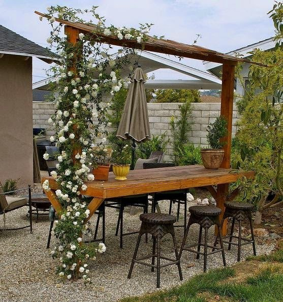 25 ideas de dise os r sticos para decorar el patio for Decoracion de patios con macetas