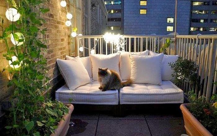 el perfecto balcn para una noche bohemia y tranquila definitivamente las luces son un elemento decorativo que define muy bien su propsito