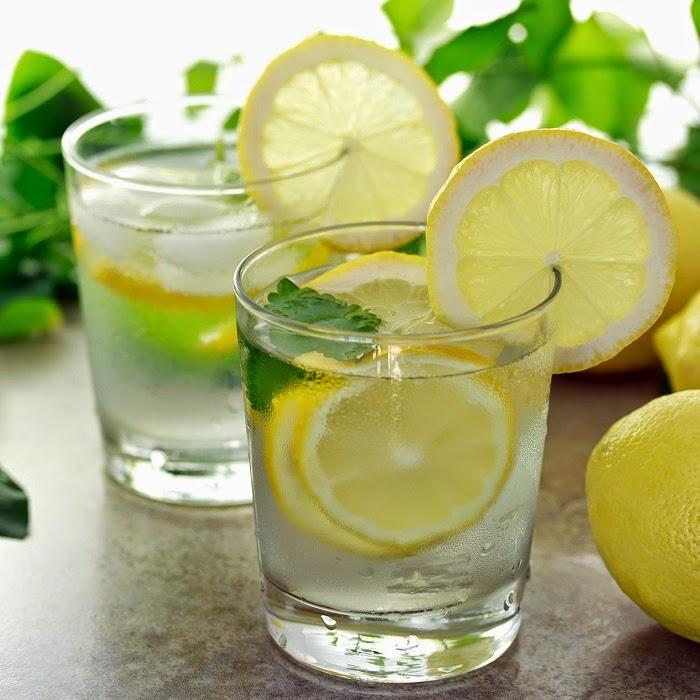 limón con agua para perder peso