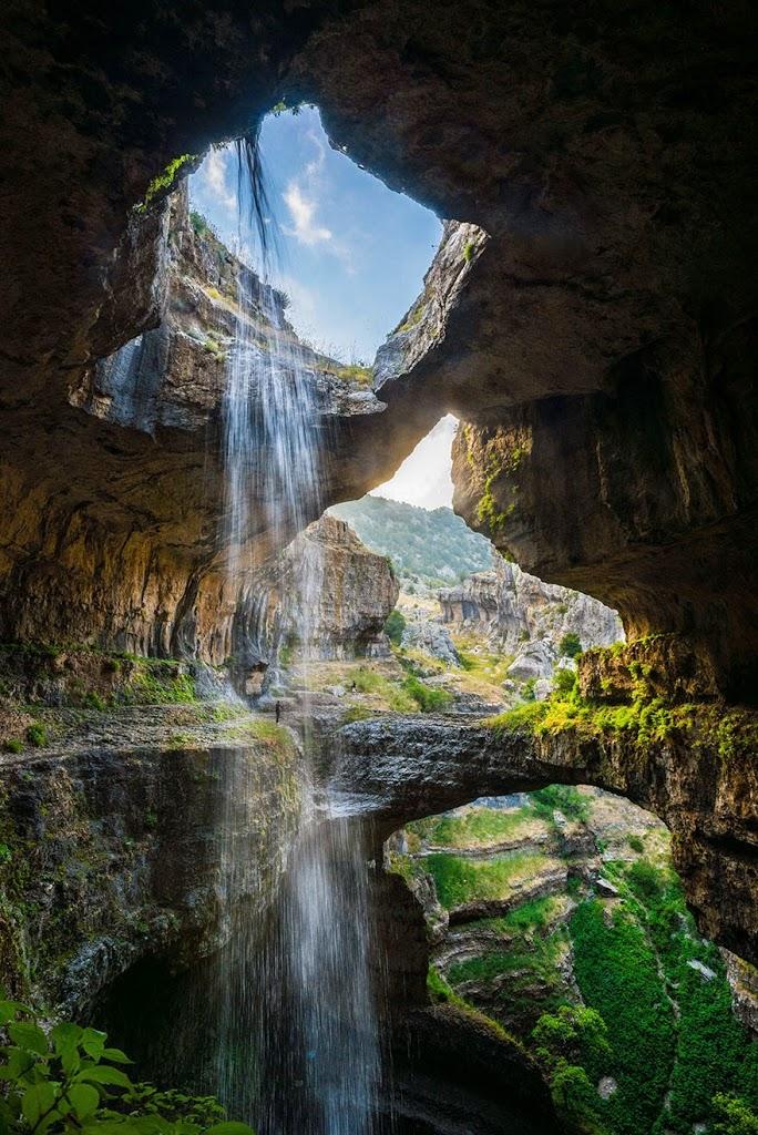 La cascada vista por dentro