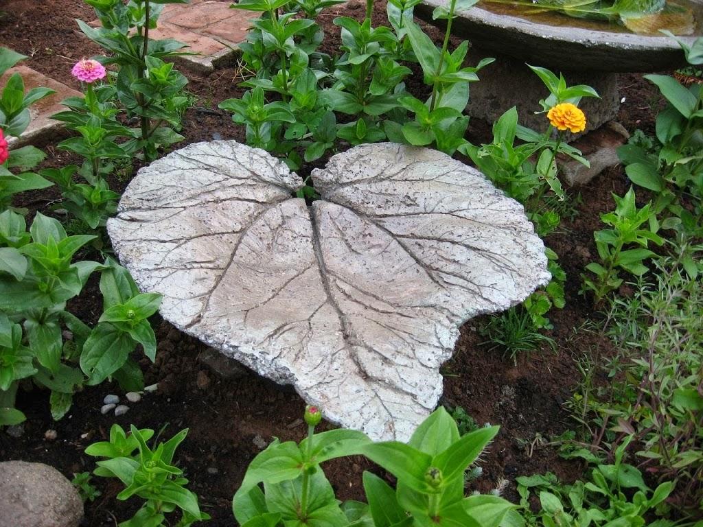 C mo hacer un bello camino en el jard n en forma de hoja for Aspiradora de hojas de jardin