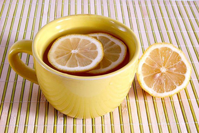 desintoxicación mental y física con agua de limón