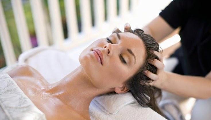 Beneficios del masaje con aceites a tu pelo