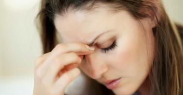 woman-managing-migraine