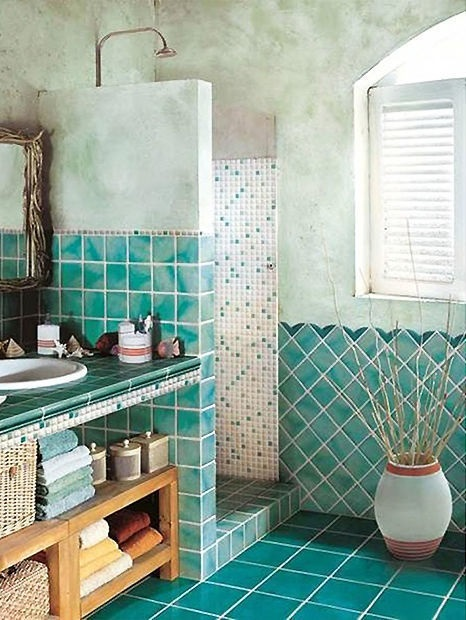 decorar un baño estilo rústico color aqua y ducha integrada
