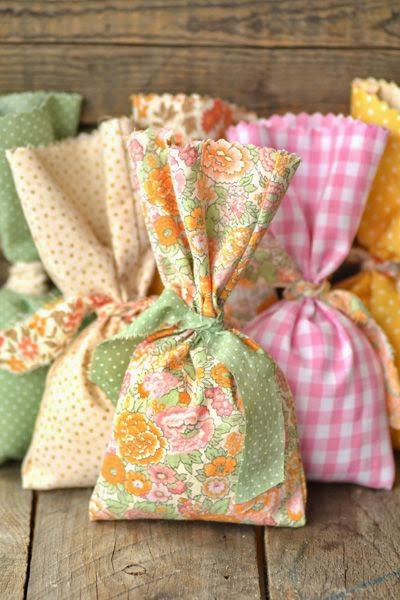 decorar regalos con tela
