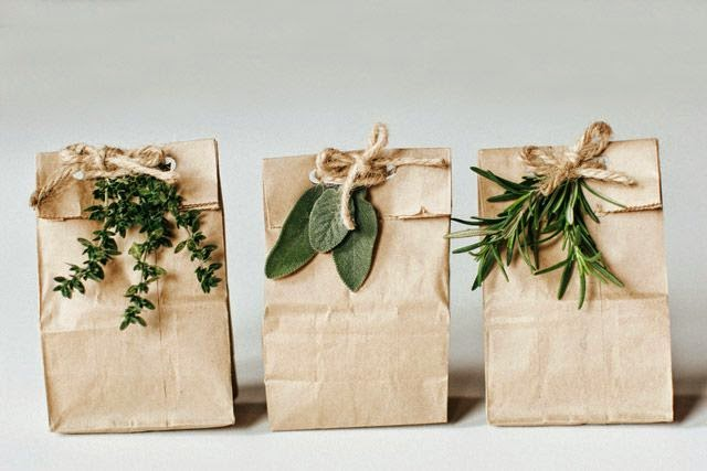 decorar regalos con bolsas de papel