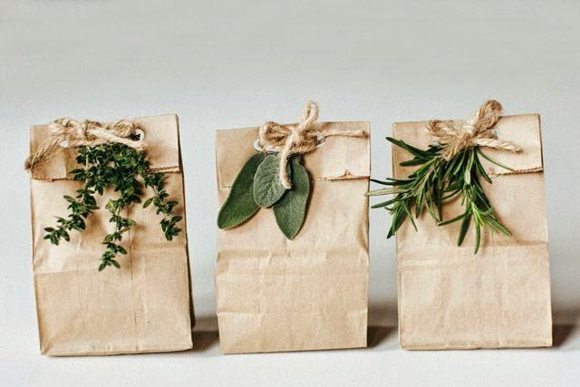 decorar regalos con bolsas de papel