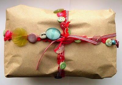 decorar presentes con collares