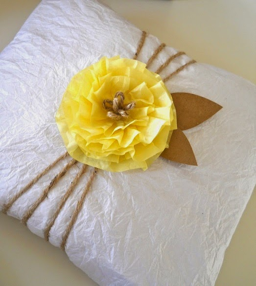 decorar regalos con papel reciclado