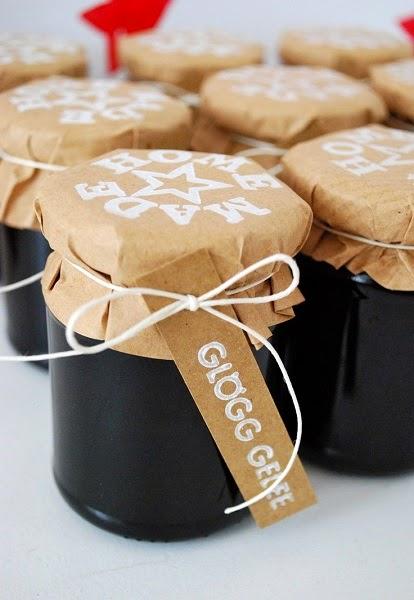 decorar regalos con botes de plástico