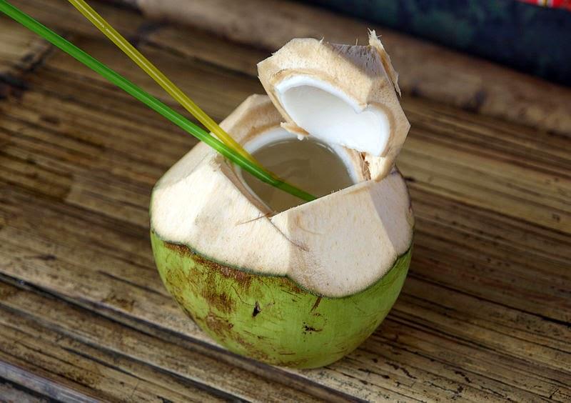 Agua de coco en ayunas para bajar de peso