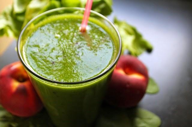 dieta matutina saludable con alimentos verdes