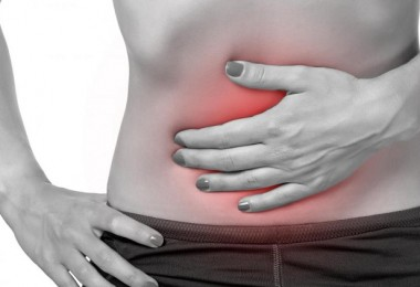hands-on-stomach-red-and-inflamed