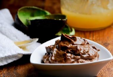 MAscarilla de cacao y aguacate