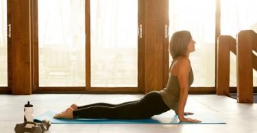 Postura básica de yoga