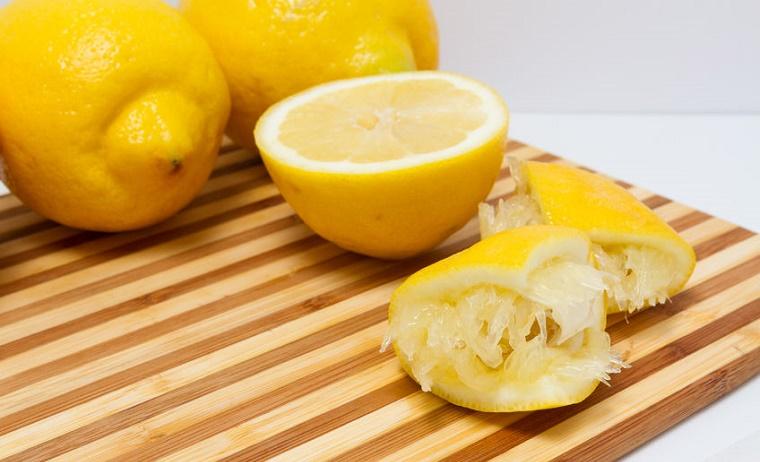 Usa parte del limón para desperdiciarlo todo