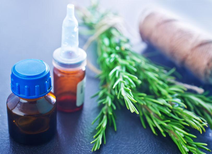 aceite de romero remedio casero para la caspa