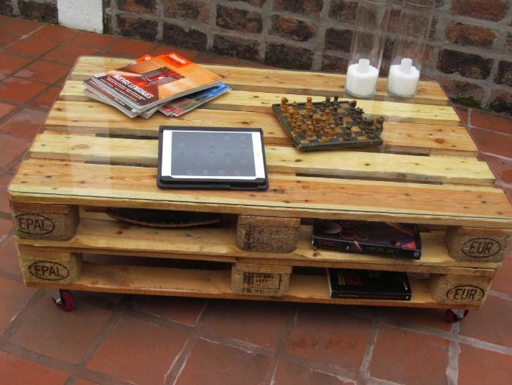 Muebles con palets 10 ideas para hacer en casa for Mesa de palets paso a paso