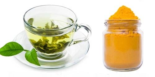 Remedio con cúrcuma té y cúrcuma