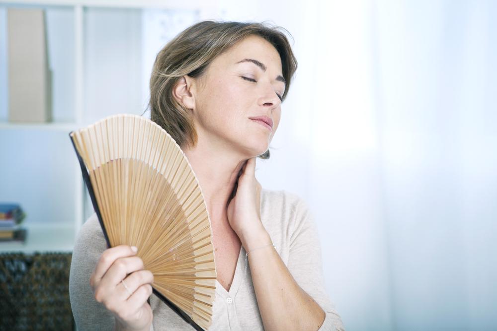 Cómo reducir los sofocos causados por la menopausia