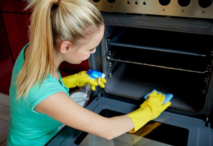 Cómo limpiar el horno de manera natural